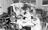 Nens en una escola Montessori